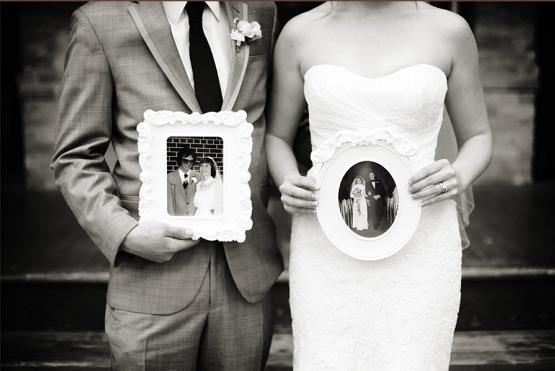 bride_groom_holding_parent_wedding_photos