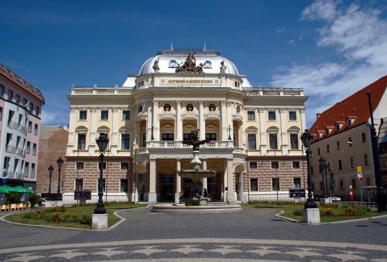 Slovak_National_Theatre_in_Bratislava_-_Old_building
